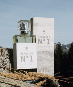Naturparfum Bergduft N° 1 mit Edelweiss (vor Bergkulisse)